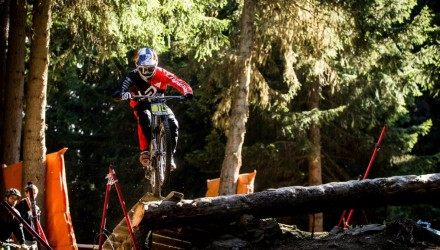 loic-bruni-pins-the-méribel-woods
