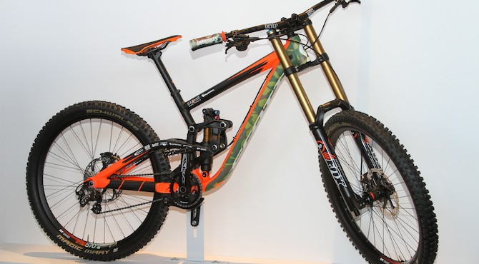 The fastest bike in this post. Brendan Fairclough's Scott Gambler is looking dialed with a camo/hunter safety orange paint scheme. He'll be using this bike to hunt for a world championship soon.