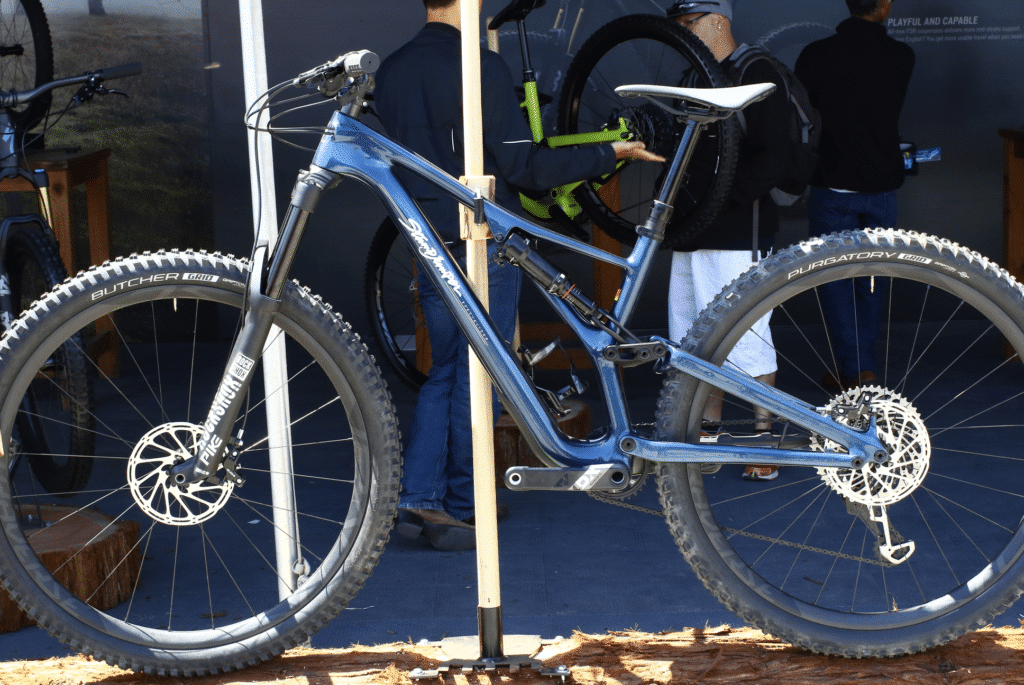 d9d7927c5ba The newest Stumpy received an updated geometry and larger seat tube to host  Specialized's new dropper post as well. For 2018 Specialized ditched the  PF30 BB ...